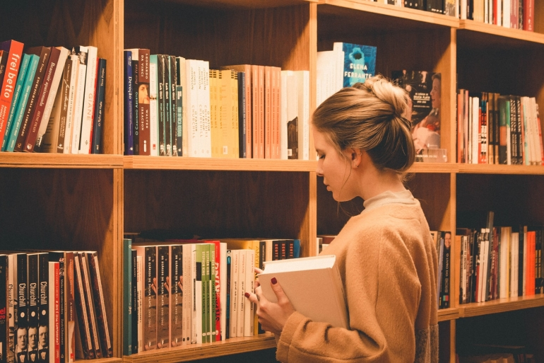 UNSW Commerce student searching for a book in the library